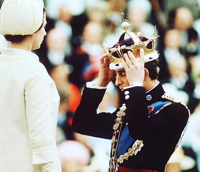 50 years ago HRH Prince Charles officially became the Prince of Wales, and today a celebration is being held at Buckingham Palace to mark the occasion. Here he is being invested by the Queen in 1969, wearing his ceremonial uniform made from iconic Hainsworth cloth. #Fabricofanation #RoyalFamily #Hainsworth #britishroyal #choosewool #madeinyorkshire